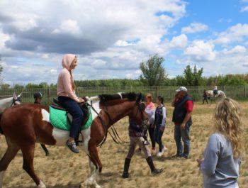 Конные прогулки в лагере