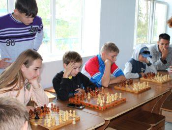 Играем в шахматы с директором!