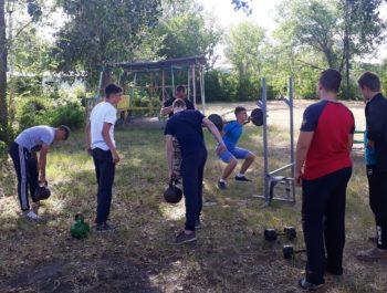 Занятия спортом в лагере